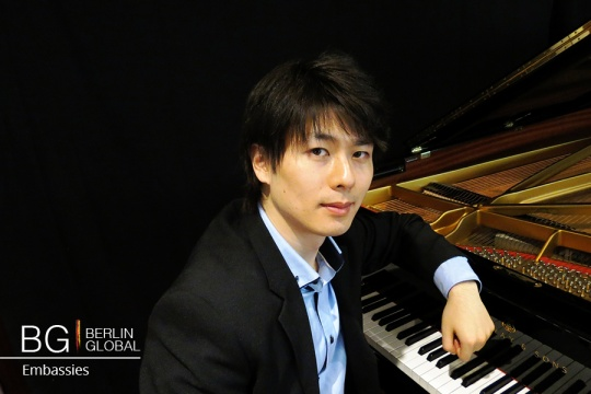 Japanese Pianist in Concert at Pianosalon Christophori.jpg